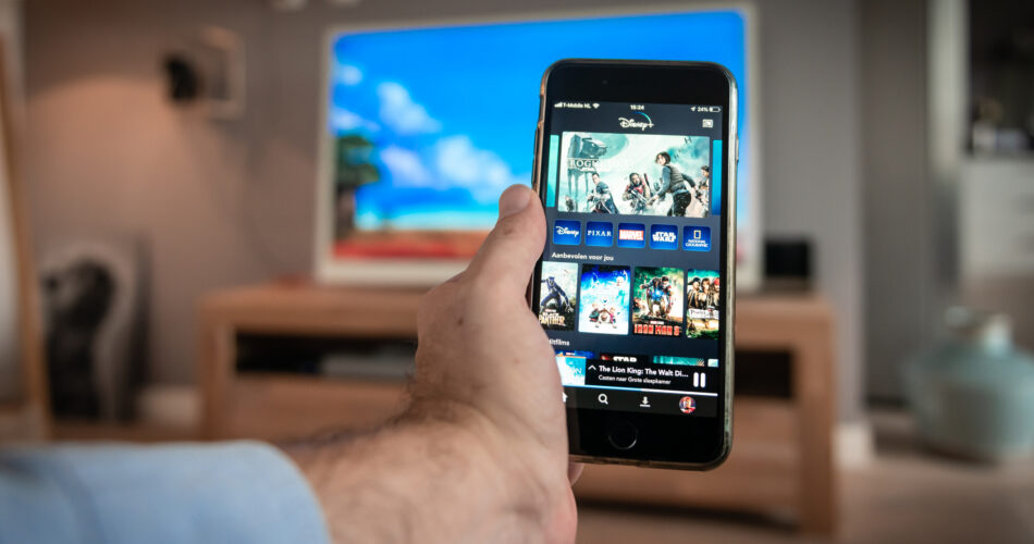 How-to-mirror-iPhone-to-TV-without-Wifi